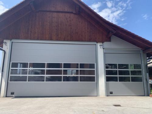 industrijska dvižna vrata z okni